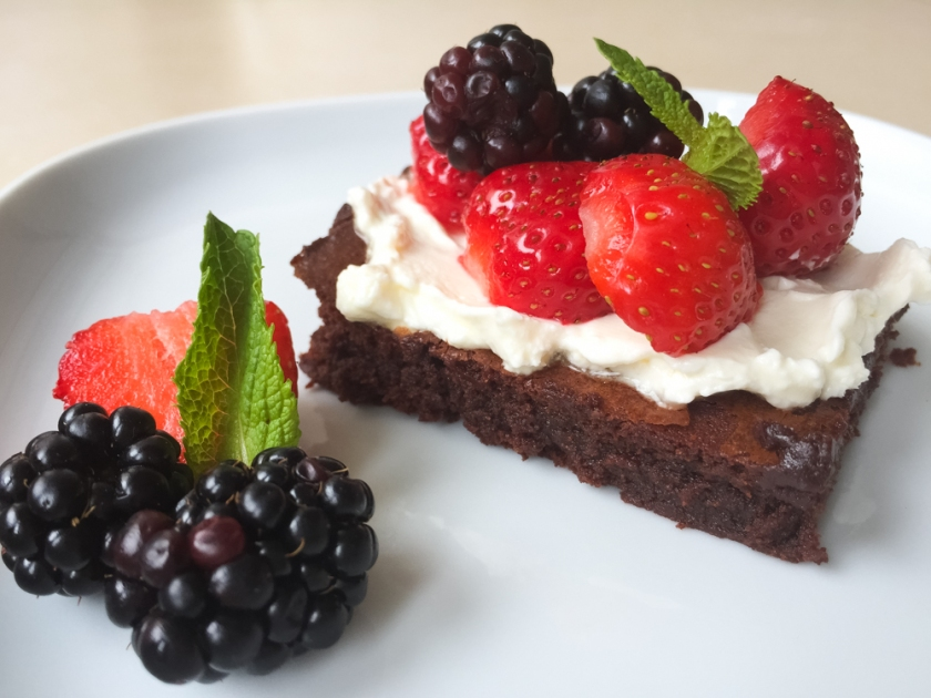 Brownies with cream and berries recipe