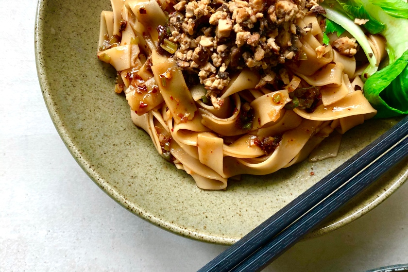 Chinese Style Noodles with Tangy Chili Oil Dressing recipe